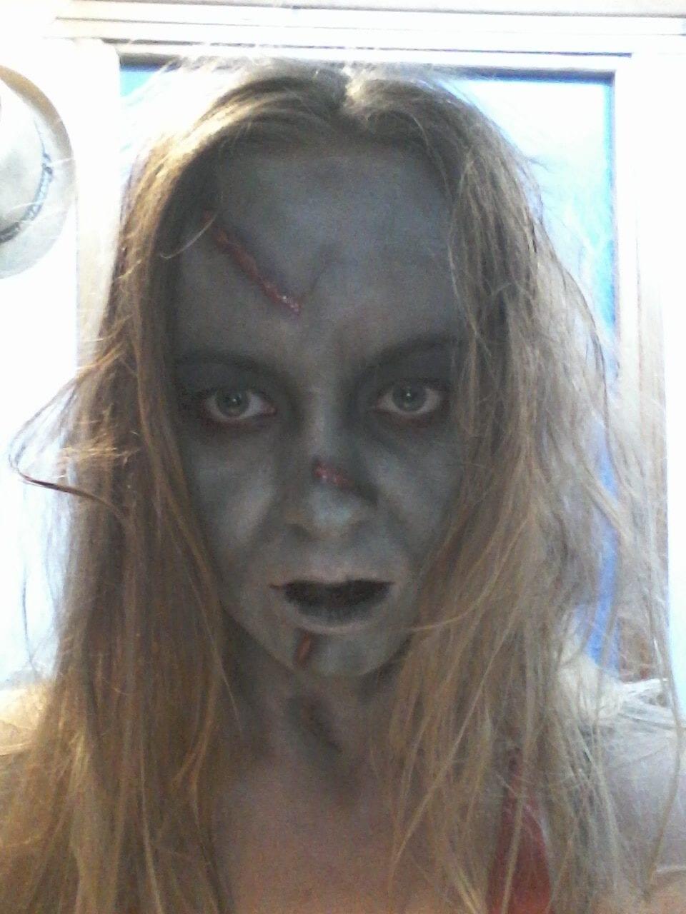 Maquillage d 39 halloween regan de l 39 exorciste diy lille - Maquillage d halloween qui fait peur ...