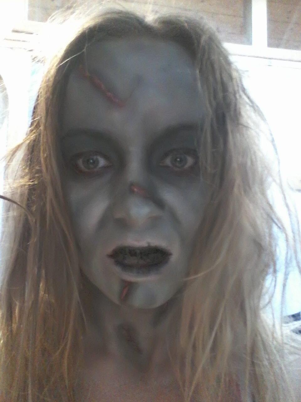 Maquillage halloween - l'exorciste - résultat