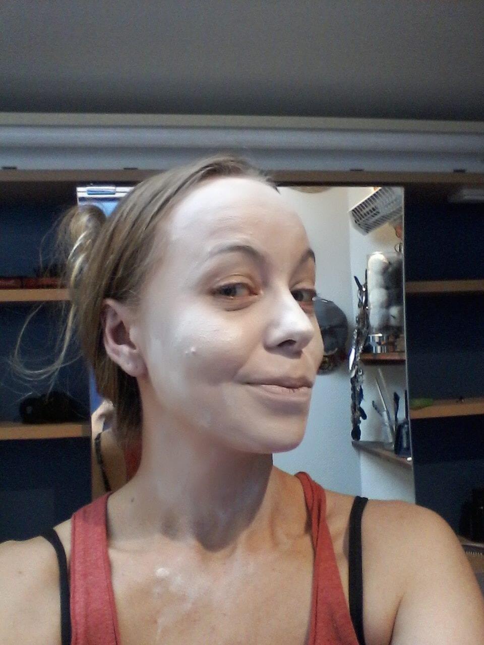 Maquillage halloween - l'exorciste - visage peint en blanc