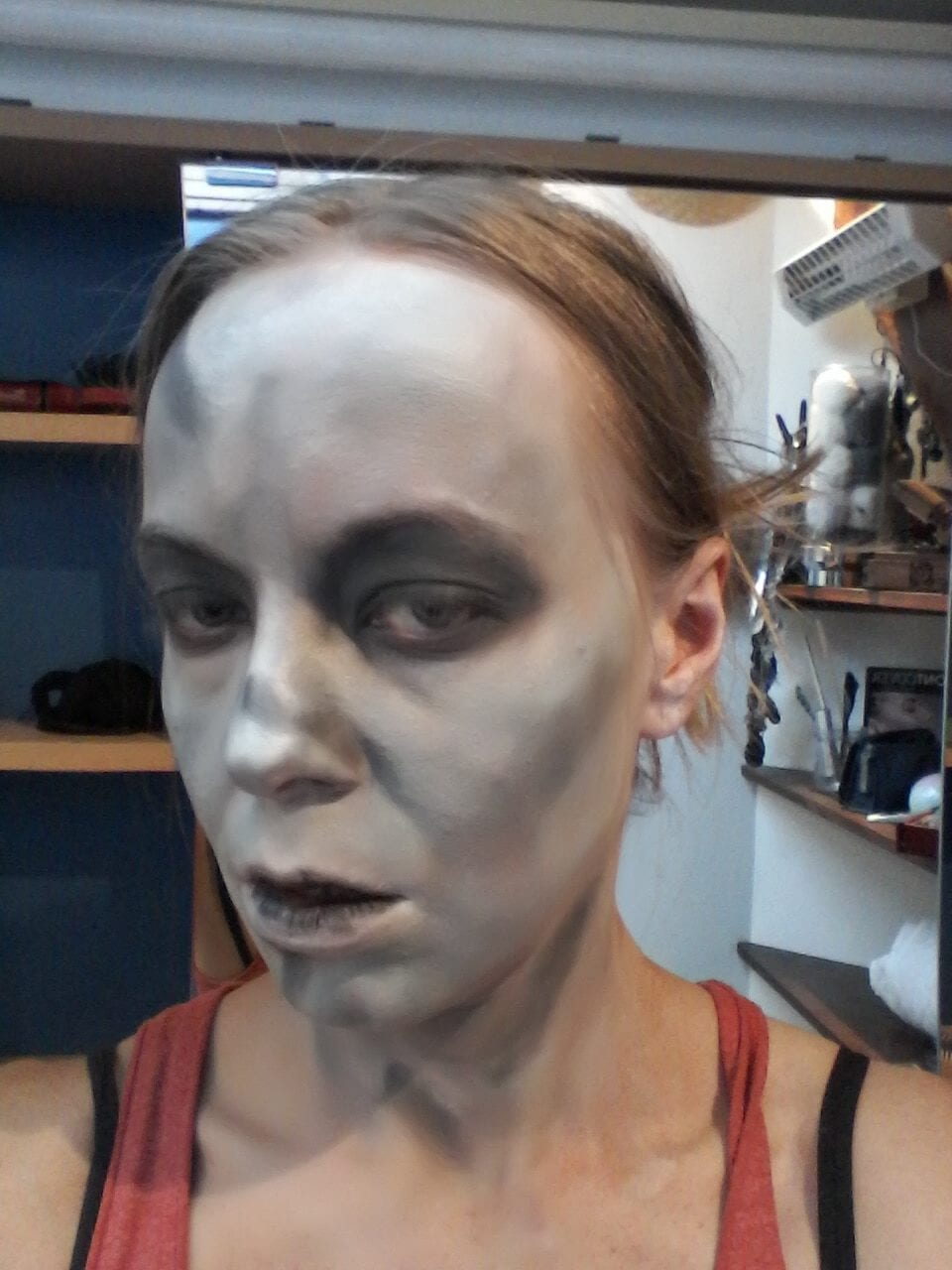 Maquillage halloween - l'exorciste - yeux noirs