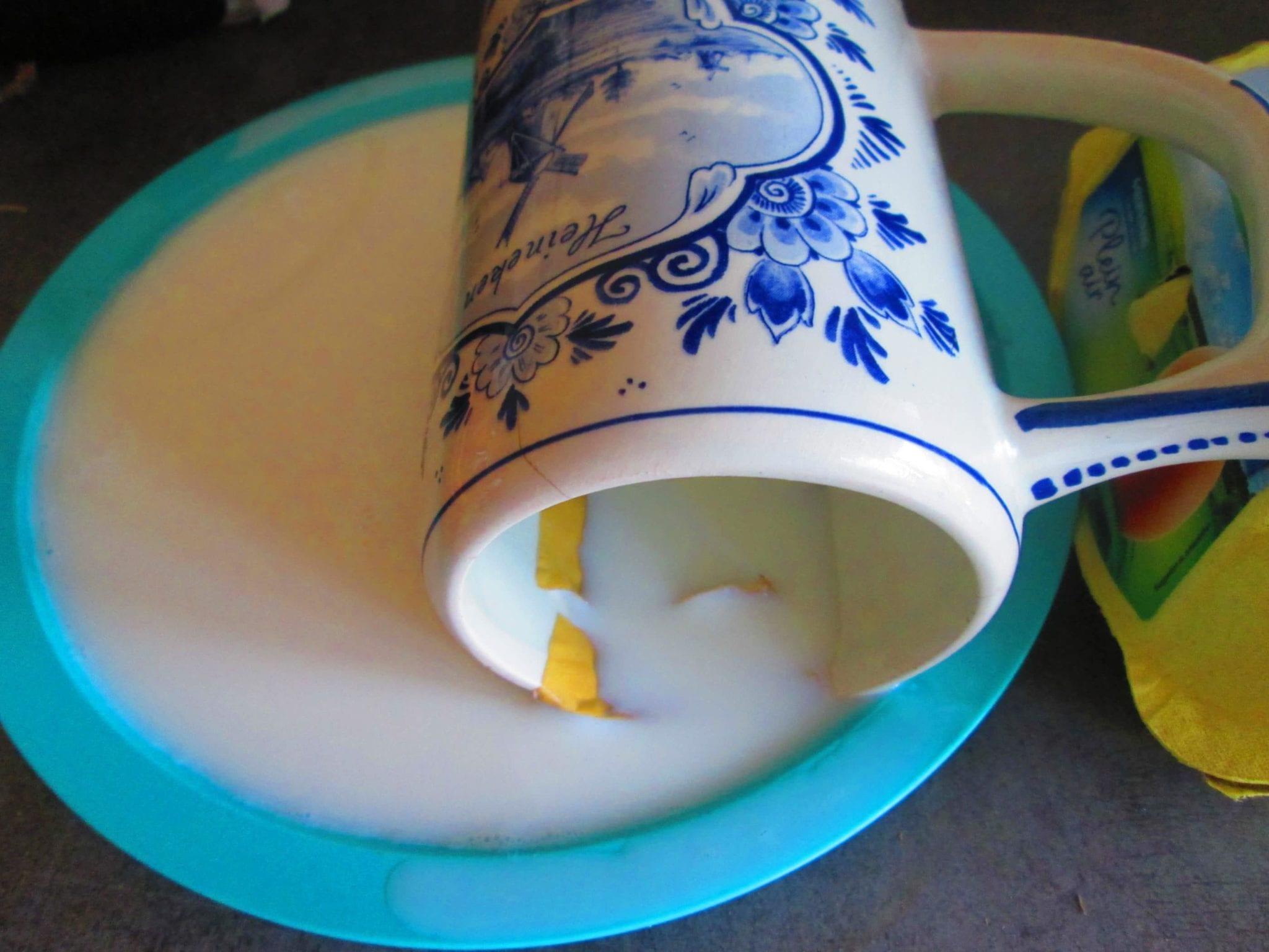 réparer de la porcelaine avec lait - tremper
